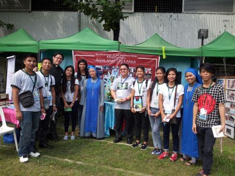 Fr. James Ty, Sr. Templum Divinitatis and youth participants from the Parish of Our Lady of Lujan at Caloocan