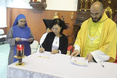 Newly admitted Third Order signing the Act of Admission