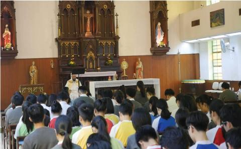Form assembly prayer activity - Eucharistic Adoration