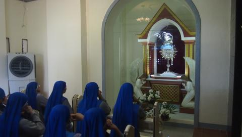 Juniorate sisters in the pilgrimage praying in fron t of the Blessed Sacrament
