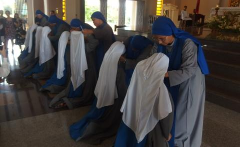 novices putting on the veils